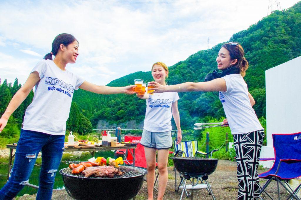 ラフティングの後は、長良川を眺めながらBBQなんていう遊び方もできます!